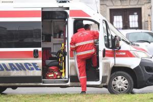 U teškoj saobraćajki kod Sombora poginuo vozač, sleteo s puta i udario u drvo
